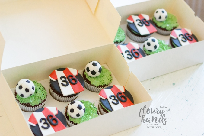 soccer supporter cupcakes