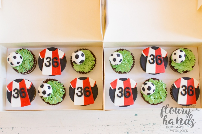 football supporter cupcakes