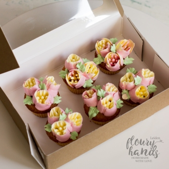 pink mini cupcakes for girl first birthday flower